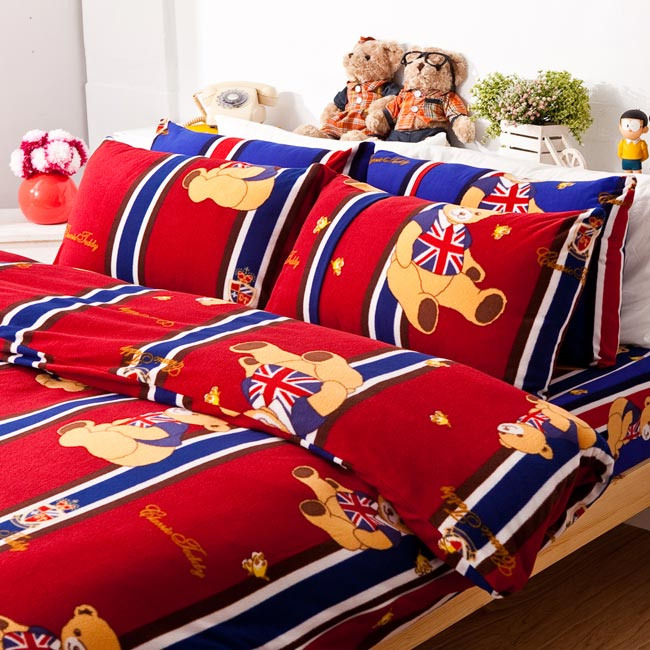 搖粒絨/雙人【俏皮泰迪紅】雙人床包兩用毯組